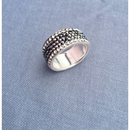 5 row ring - hematite and white